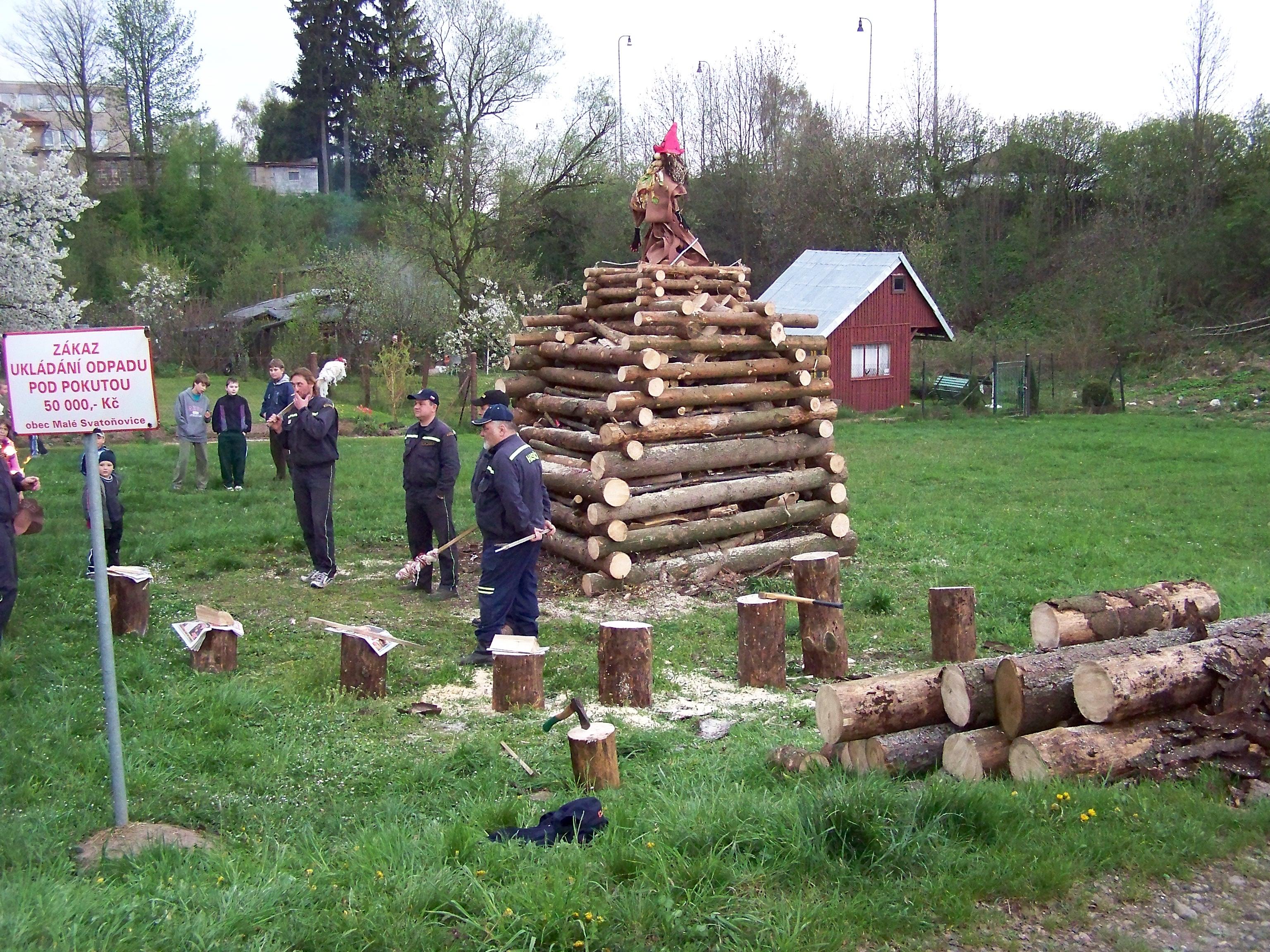 de brandstapel voor 30 april